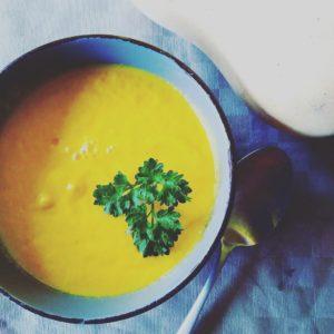 soupe chaude mais crue recette cuisine saine cuisine santé naturopathie naturopathe superbanane chaville meudon boulogne