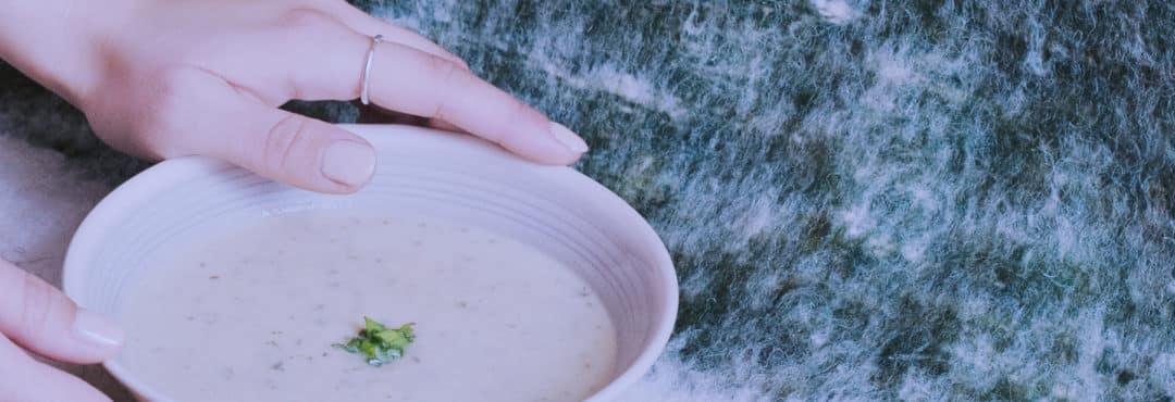 Soupe crue mais chaude de champignons – recette végétale